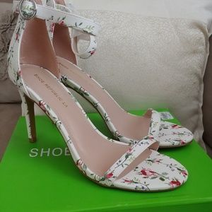 Anila White Flower Strappy Heel
